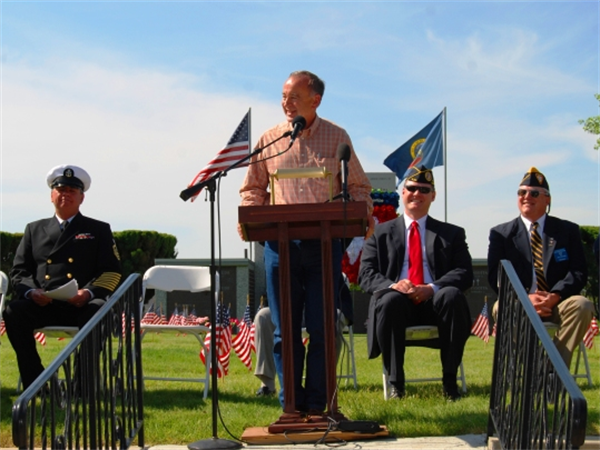 Representative Walt Minnick delivering the keynote address during the 2009 Memorial Day Observance ceremony.
