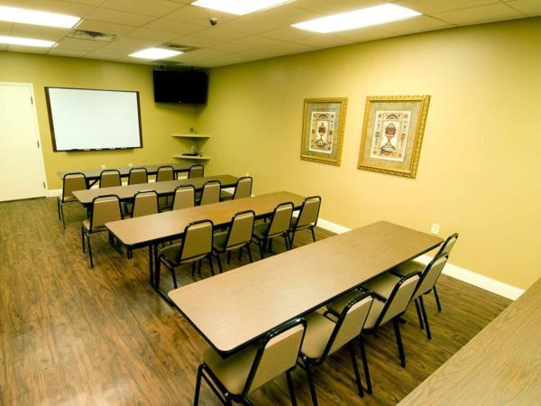 Classroom setting for 25 people.