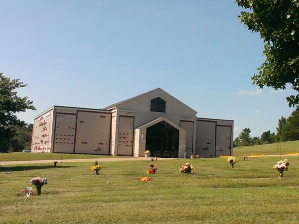 Chapel Hill Mortuary St. Francois Memorial Park 6776 Vo-Tech Road, Bonne Terre, MO 63628 (573) 358-2228    info@stlchapelhill.com